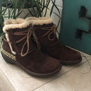 UGG Shoes - UGG Chocolate Cove Lace Up Ankle Boots